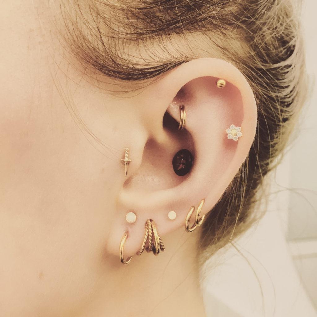 Piercings oreilles femme - Studio de piercing à Montpellier